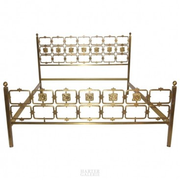 Osvaldo Borsani and Arnaldo Pomodoro, important bed, Arredamenti Borsani Manufacture, circa 1950, Italy.