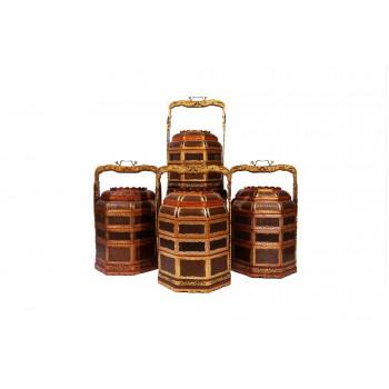 Ensemble de quatre paniers en vannerie, bois laqué, laiton doré, Chine, circa 1970